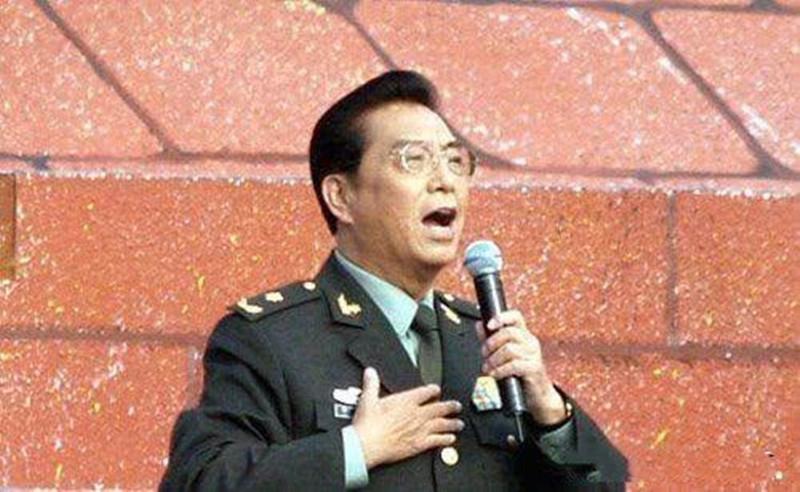 80岁的李双江在最近的照片