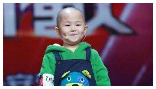 5岁上春晚的张俊豪,年入百万养活一家,现状却让父母懊悔不已