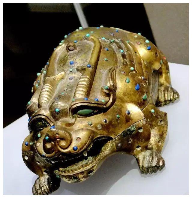 盱眙金兽与鎏金瑞兽铜砚:《法老·王—古埃及和汉代文明的故事》