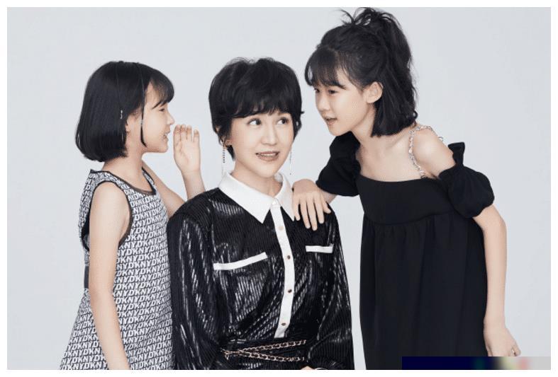 陆毅妻子女儿写真照曝光,两个闺女如双胞胎,11岁贝儿身高太惹眼