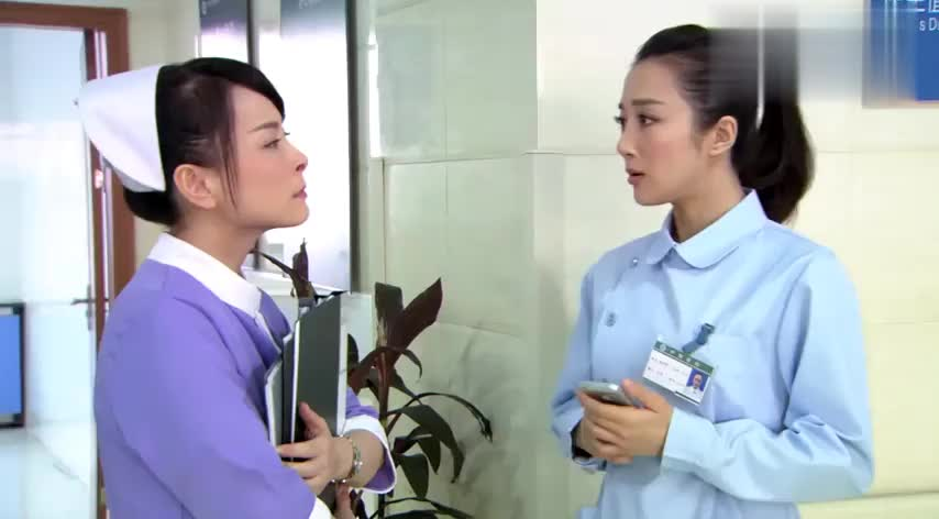 美女护士被主管当场教训,不料副院长一来,竟恭敬的叫了一声姐!