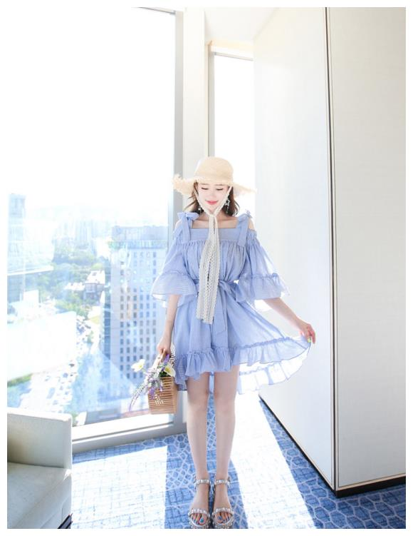 韩国明星李妍静,盛夏初恋海蓝衬衫细纹少女裙