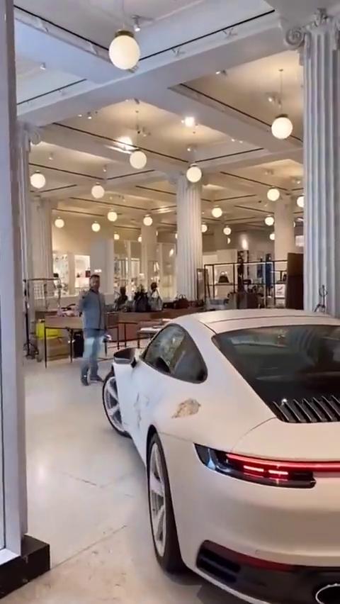视频:保时捷全新911创意改装,尾部两个大坑,竟然是车主故意改装的!