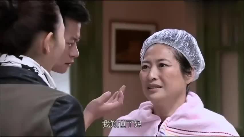 婆婆不去染发店,在地摊买染发剂被儿媳认出是油漆,马上慌了