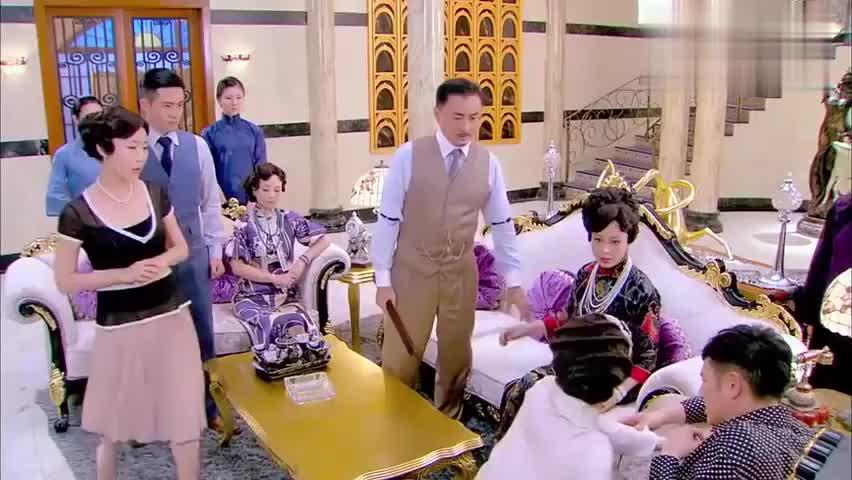影视:佟小姐出乎意料地拼死护住二少爷,被二房嘲笑无能