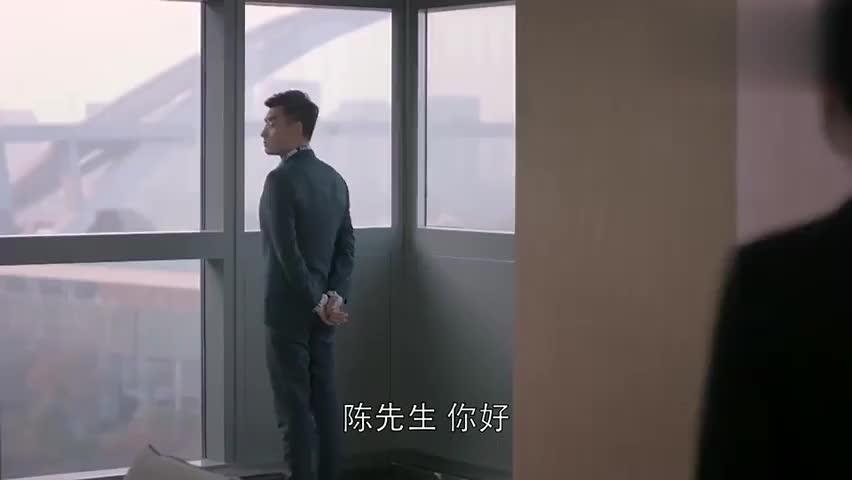 欢乐颂:陈先生被介绍来找樊胜美,一见面就被她的美貌惊呆了!