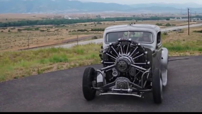 1939年古董车加装航空发动机,汽车内部竟装2个方向盘