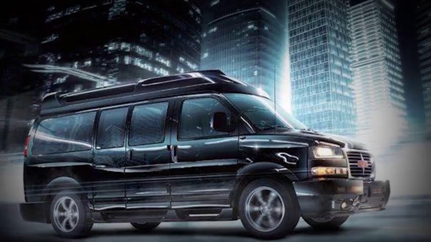 60万起奔驰威霆高顶黑棕款,7座半隔断商务车,超大空间能躺平