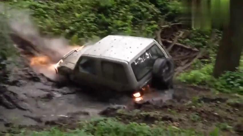汽车资讯:三菱帕杰罗3500V6泥泞中的极端种族
