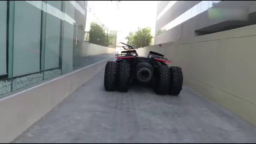 迪拜王子豪掷9000万定制的跑车,倒车那一刻才知道有多么霸气!