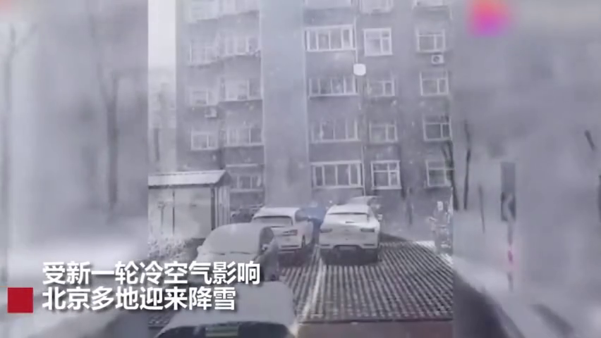 """北京又下雪了?满山的白雪搭配春花,汽车犹如在""""仙境""""飘荡"""