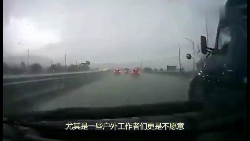 开车突遇大冰雹,豪车车主只能眼睁睁看着爱车被砸,却无能为力