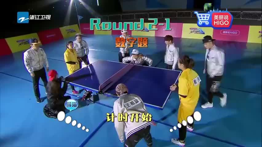 奔跑吧兄弟:裁判打球失误,李晨等人迅速奔向球,场面一片混乱