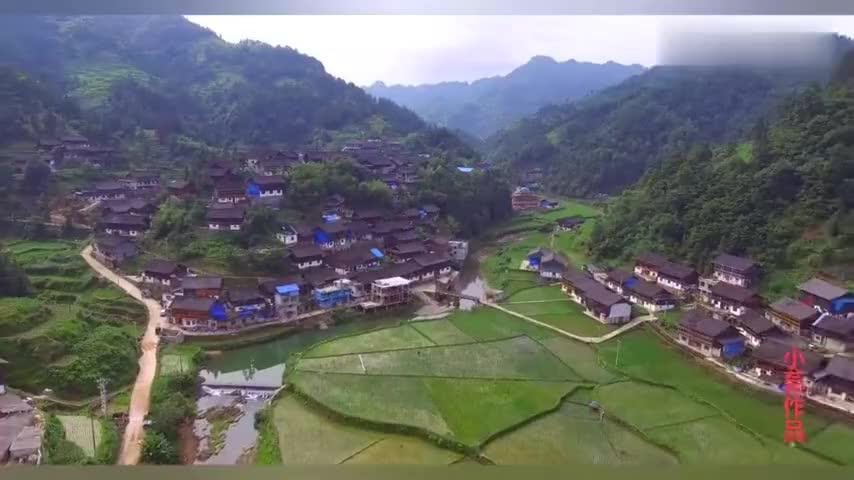 航拍贵州苗寨,居住在大山里面,青山绿水,犹如世外桃源!