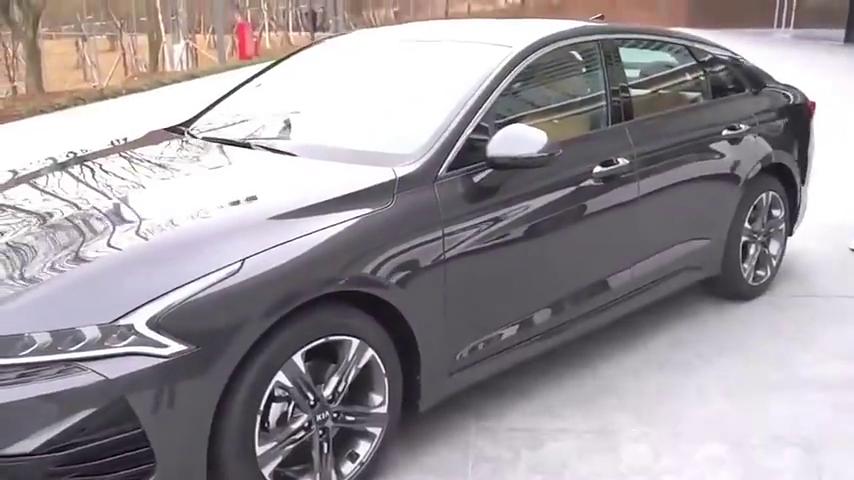 2020款起亚K5全新换代,打开车门看到内饰,惊艳的一幕上演了