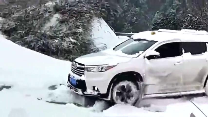 视频:汉兰达的雪地模式,这算不算是个笑话?
