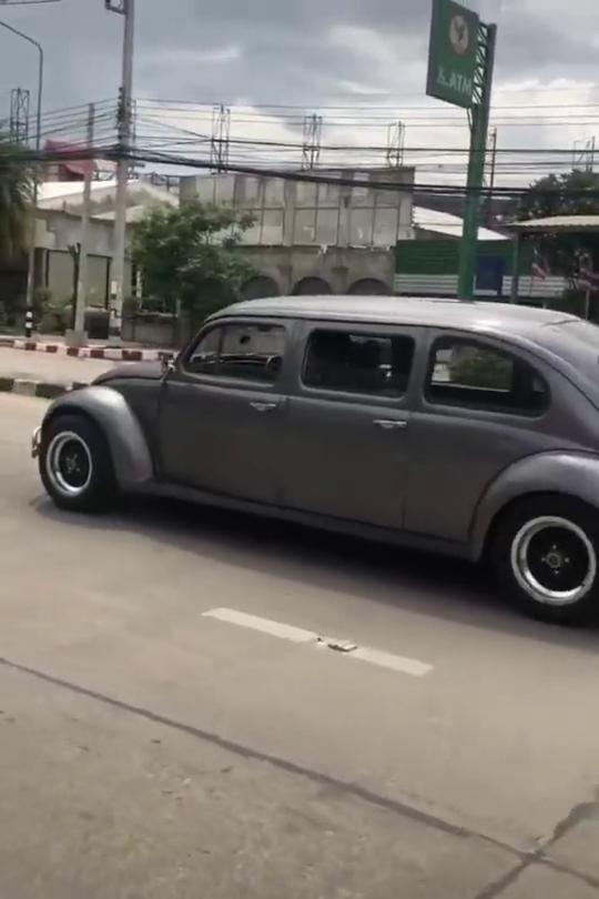 泰国街头的汽车,不管改装多夸张,照样能上路,不服不行