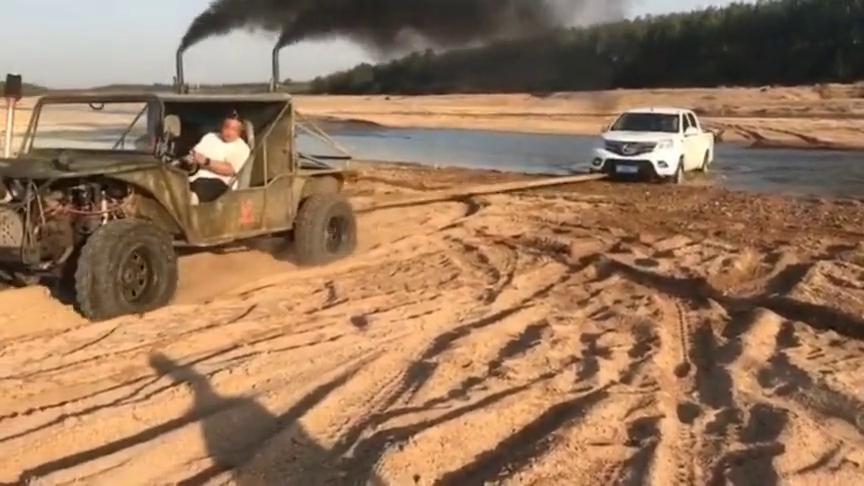 阿拉善英雄会救援车,烧煤的车就是有劲,路虎揽胜都得服气!