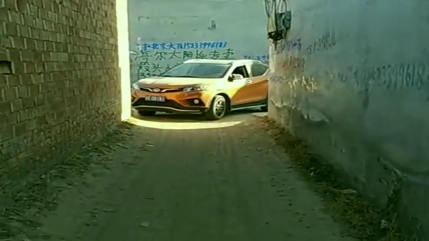 视频:开东南DX3走小胡同,这绝对是老司机,这技术没得喷!