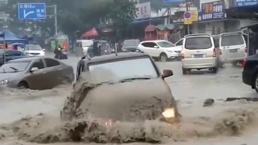 能驾驭五菱神车的人,果然都不是泛泛之辈,在洪水中尤为凸显!
