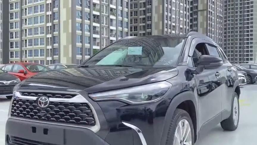 视频:2021款丰田卡罗拉Cross登场,外观和内饰实拍,比RAV4还要好看