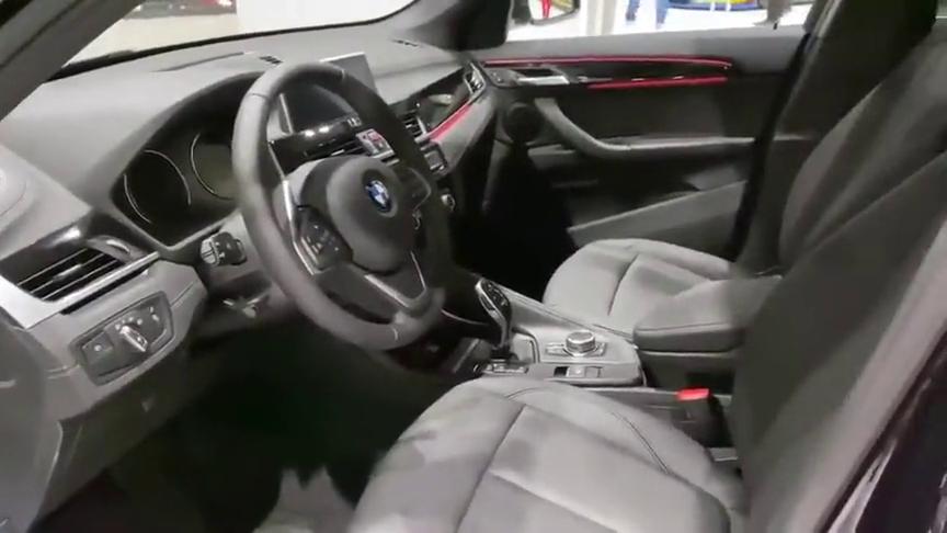 视频:新款宝马X1脱颖而出,打开车门看到氛围灯