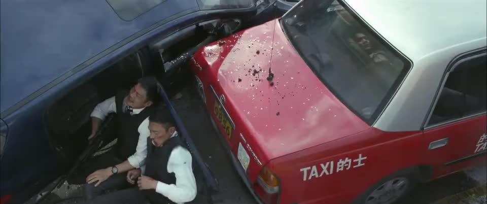 刘德华和其他警官的谈话让林家栋偷听到了