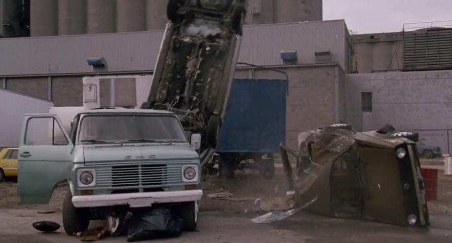 霹雳五号:汽车翻车,强尼和坏蛋打起来了,工人向警察报案了