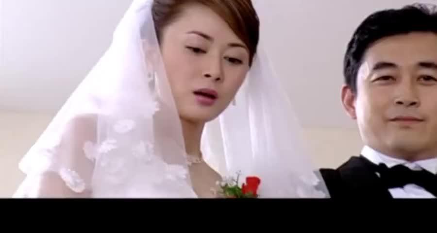 豪门举办隆重婚礼,农村母亲带着农村妻子出现在婚礼现场