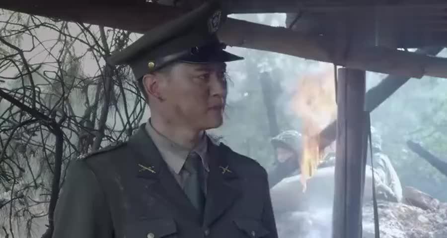 国军飞行员接到命令去炸八路军阵地,一个转身就去炸日军弹药库