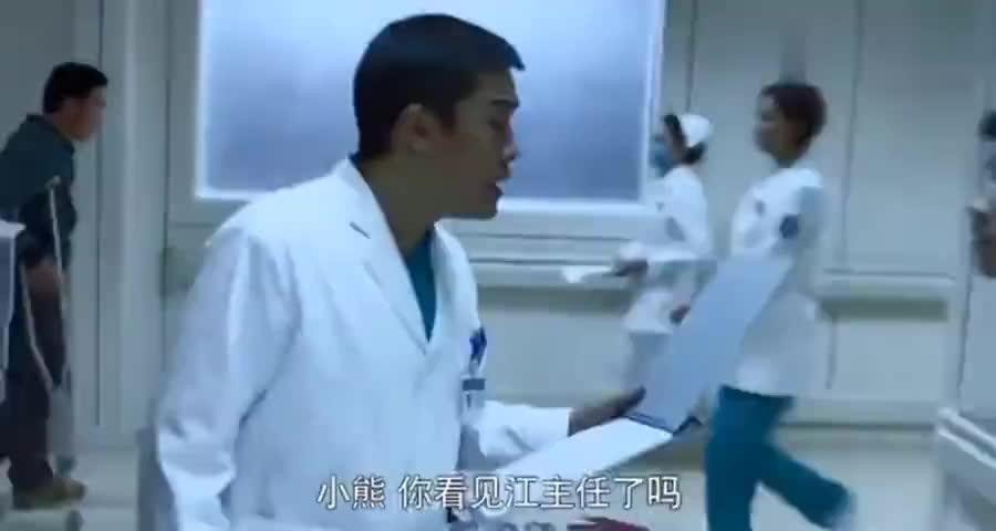 病人左腿肿胀检查不出问题,女医生轻轻一按病人腿:静脉血栓