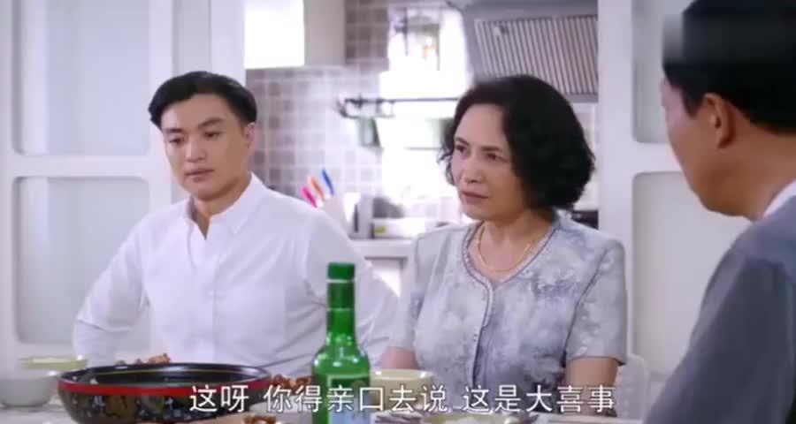 公公怀疑儿媳假怀孕,故意做一桌子的荤菜,不料真孕妇吐个没完
