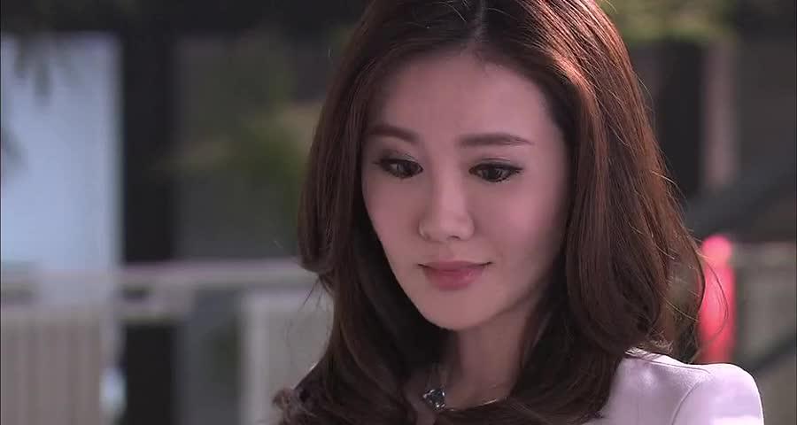 王伟和拉拉太亲密,黛西根本拉拉的对手