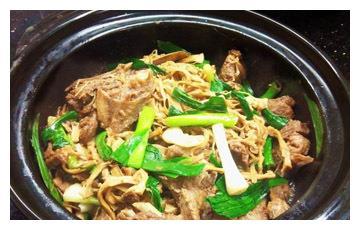 美食推荐:砂锅笋干鹅、特色酸汤金菇肥牛、文蛤烧麻鸡制作方法