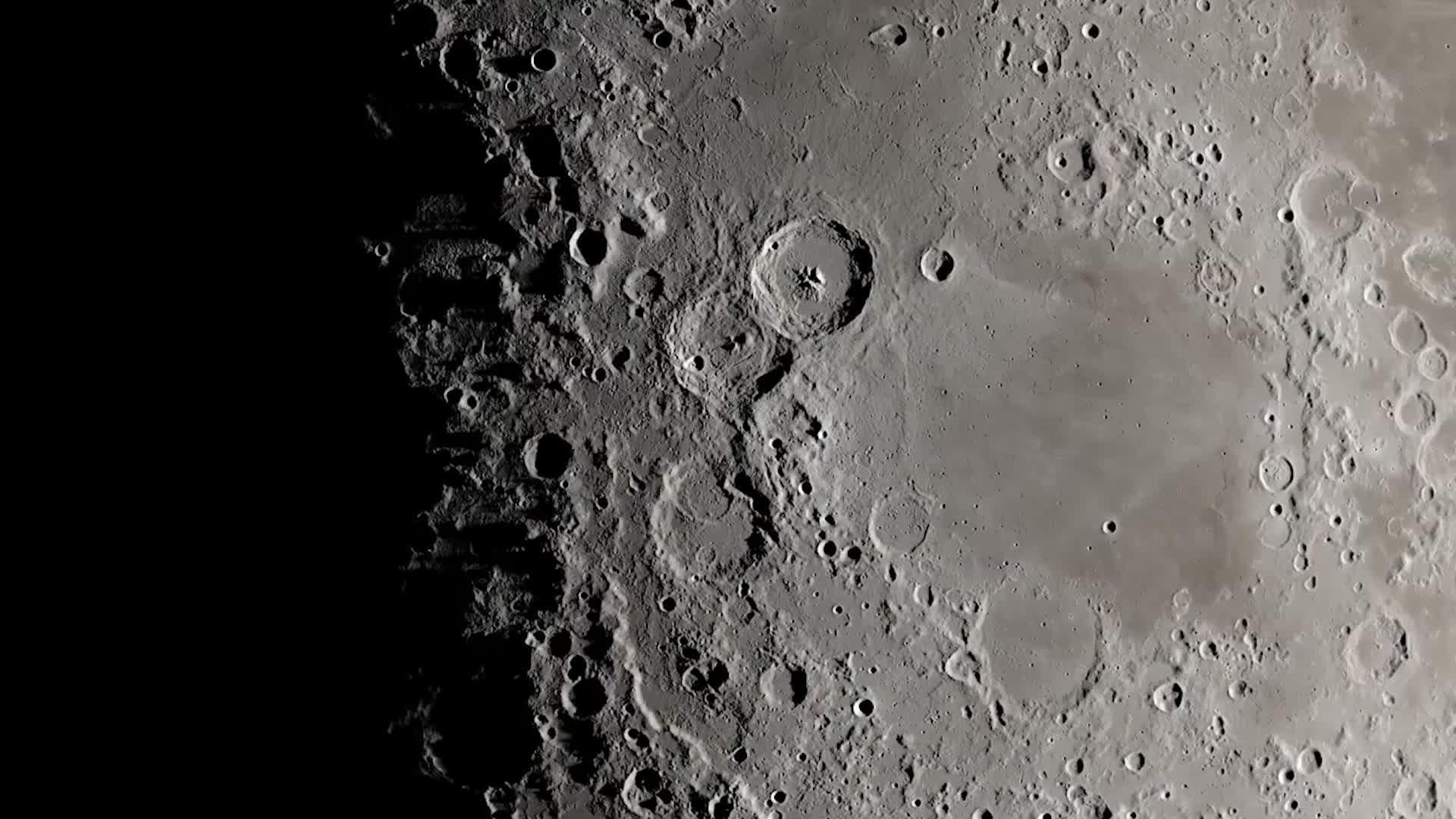 """月球背面""""秘密""""被揭开?中国卫星传回图像,原来霍金说的没错"""