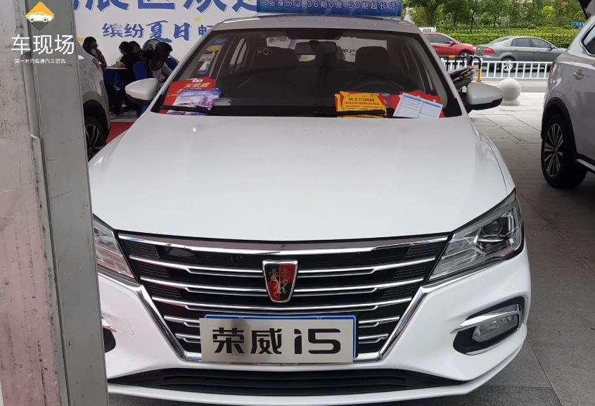 视频:淮安本地实拍:荣威i5实车现身,与吉利帝豪同级,专为年轻人打造