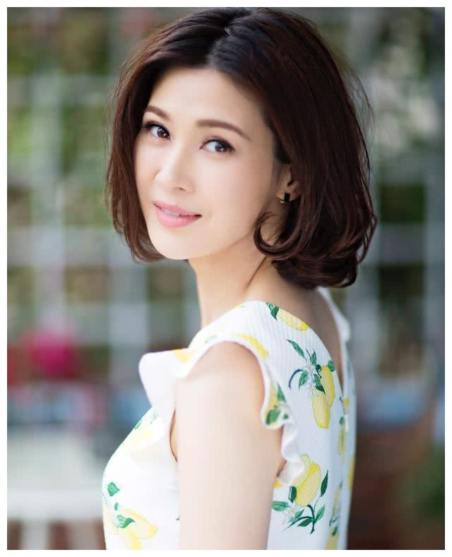 """她演""""李云龙老婆""""走红,百亿富豪丈夫破产,39岁复出拍戏养家"""