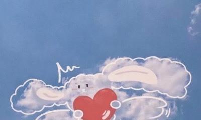 杜尔:天空中漂浮着几朵白云,就像动画片的帆小白