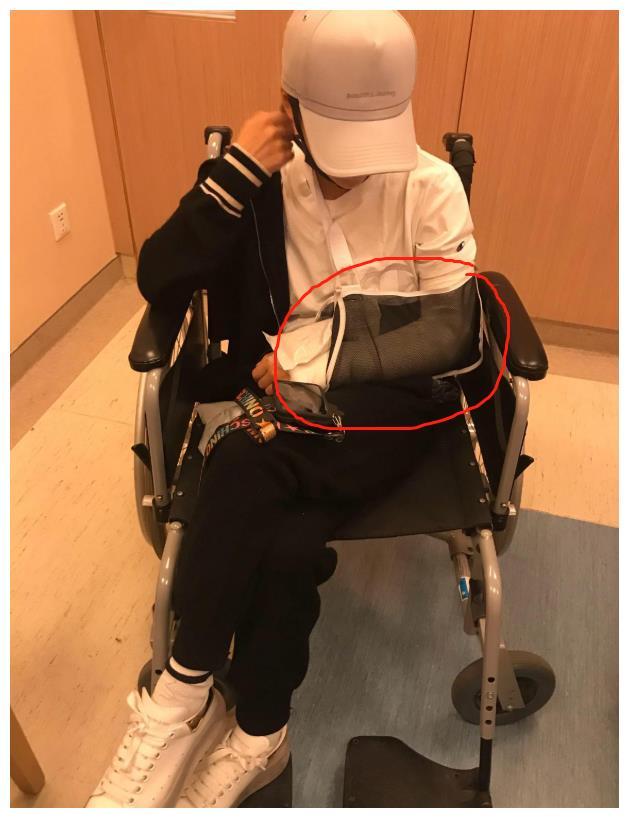 谢楠被曝桡骨粉碎性骨折,手术第2天仍要主持工作,惹吴京生气