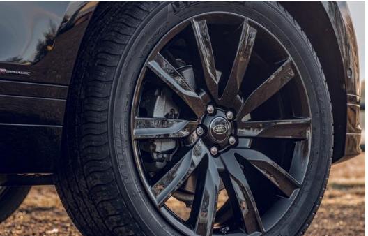 这台SUV连螺丝钉都是进口,车宽超2米标配全套安全系统,卖不动