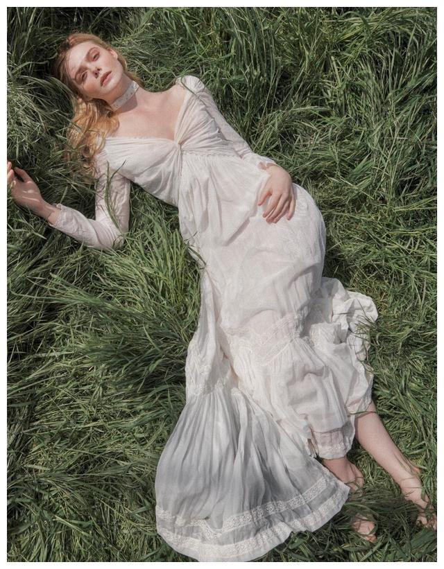 """有种性感叫艾丽范宁的""""护士装"""",原来仙女也有这么奔放的一面"""