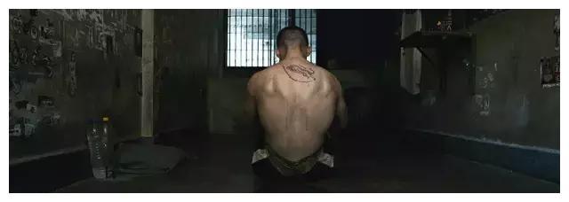 曼谷监狱,有十条法则,唯有泰拳才能救赎,方可新生!