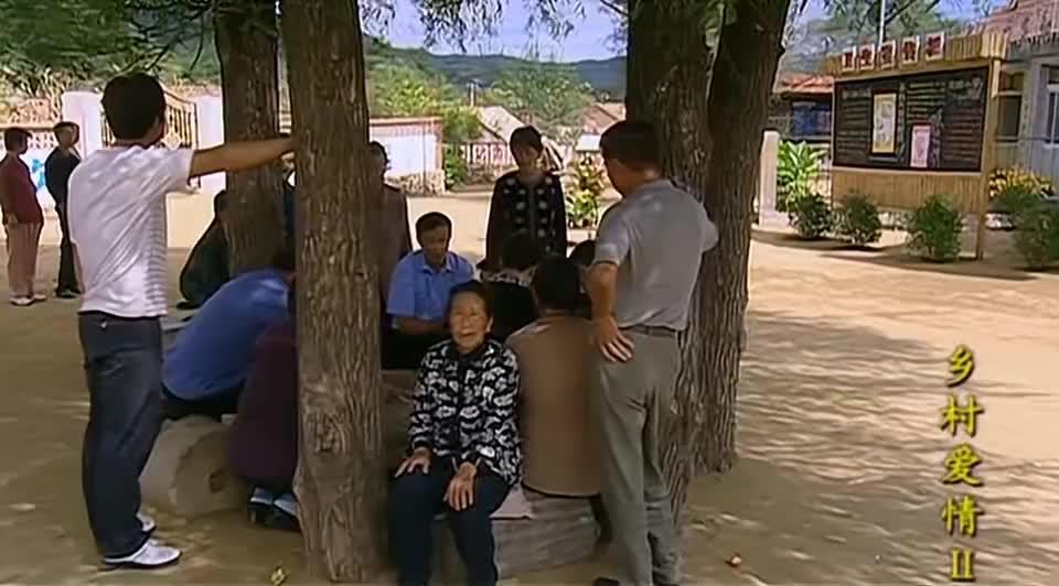 刘能踩着三轮车,给村民们送花,唯独不给广坤家那嘚瑟劲没谁了