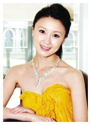 34岁甘薇,5个月前身价百亿,如今落魄只有李小璐对她不离不弃