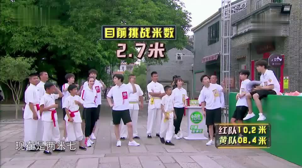 王大陆挑战跳远两米七,王俊凯:用嘴咬直接
