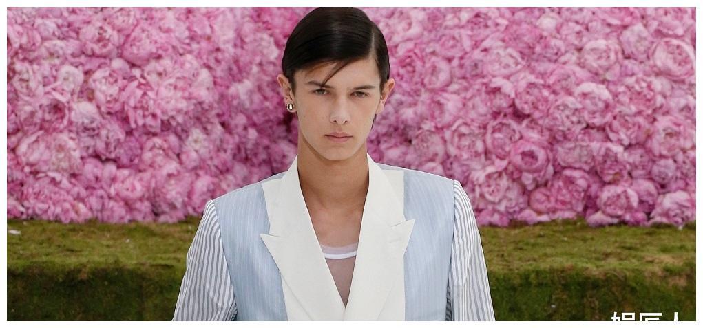 丹麦华裔小王子帅炸天!18岁出道当模特,可如今女友比妈妈还显老