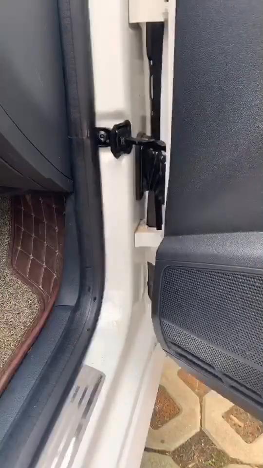 车子开久了车窗总是吱吱响,别担心,赶紧用自动车窗润滑剂