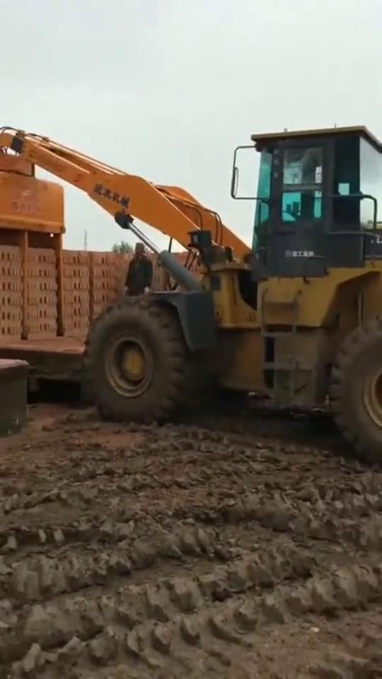 搬砖的神车,一次能运几百块,人力半天都比不过!