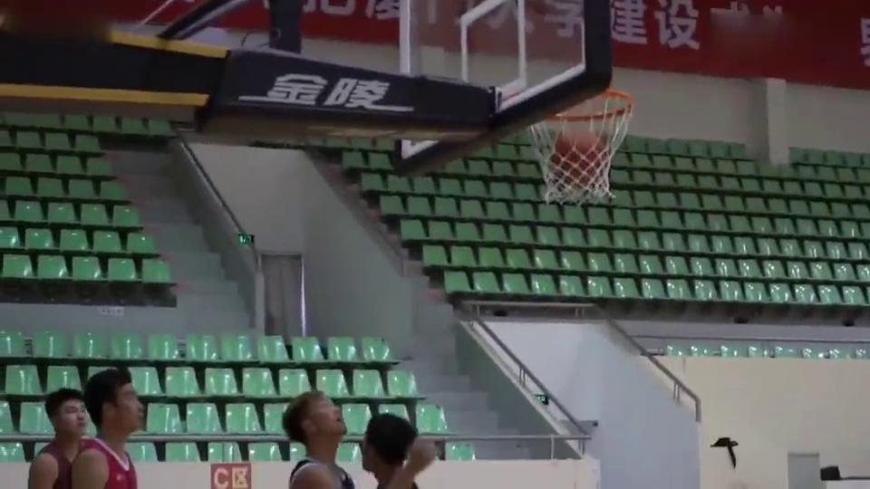 篮球训练营王锴厦门大学试训,17岁啊小鲜肉