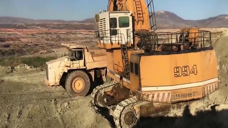 利勃海尔994挖掘机,虽然这台车很大,但是感觉效率并不高